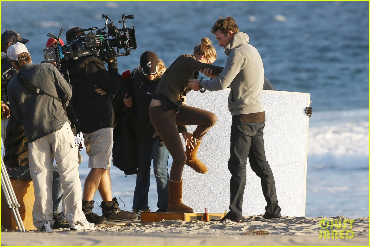 emily vancamp kisses barry sloane for revenge 142961031