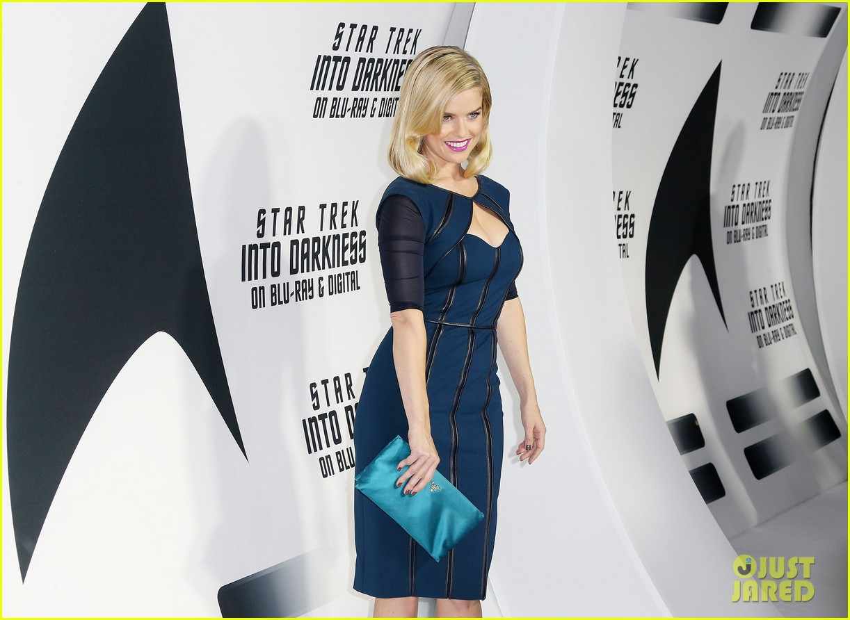 alice eve emile hirsch star trek into darkness dvd release party 14