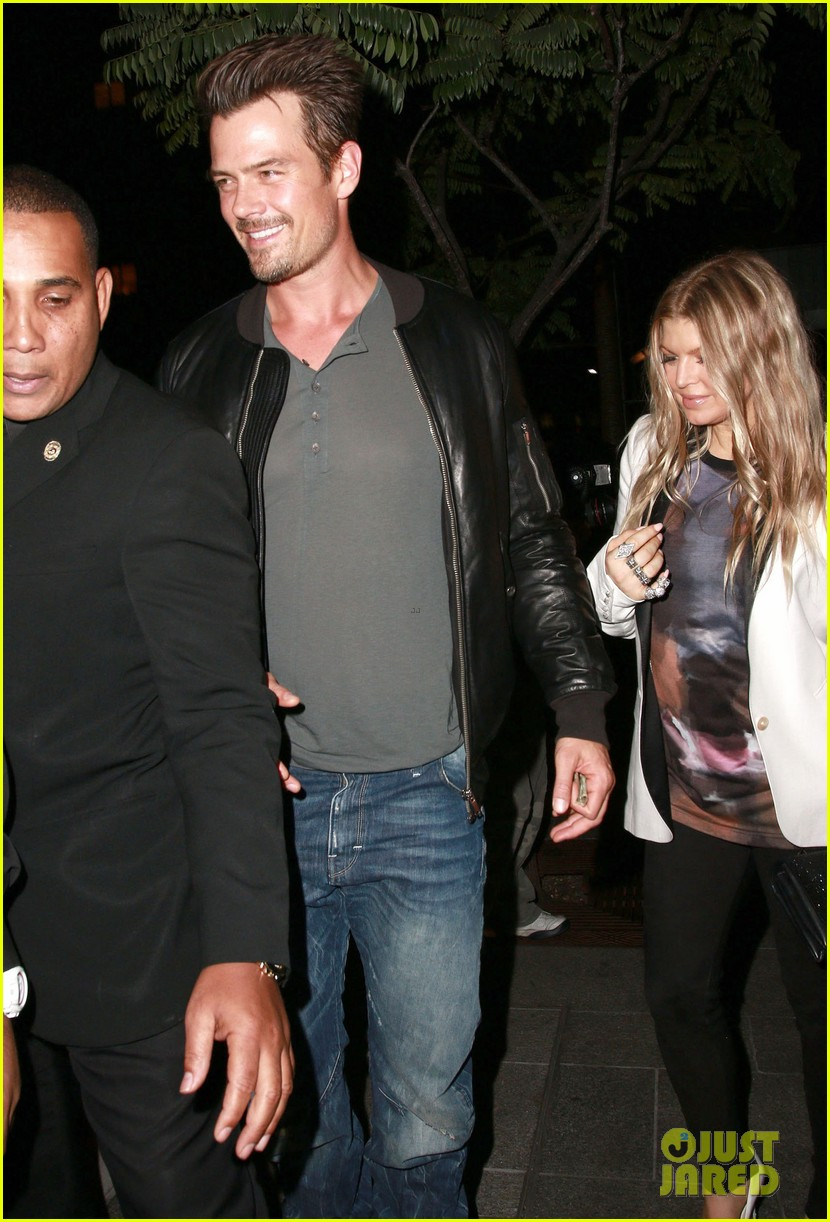 fergie debuts post baby boy at dinner with josh duhamel 17
