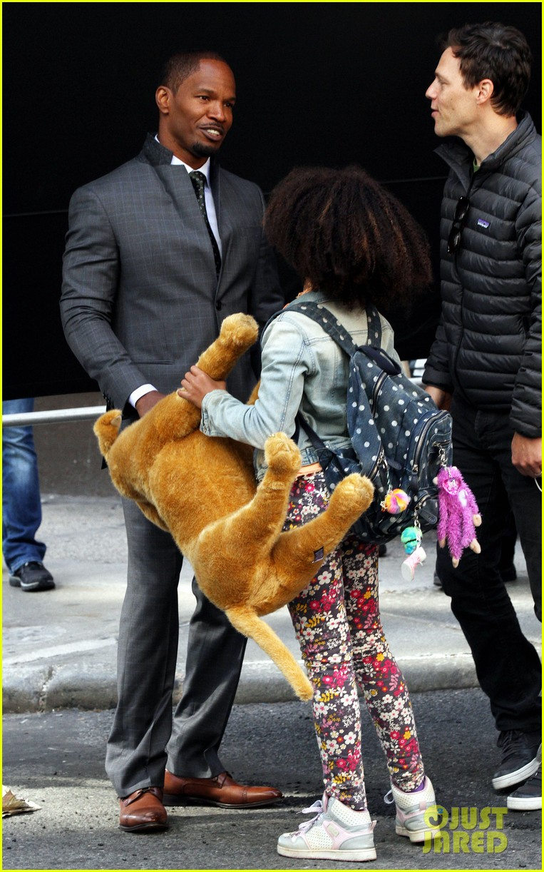 quvenzhane wallis jamie foxx film annie in new york 122960226