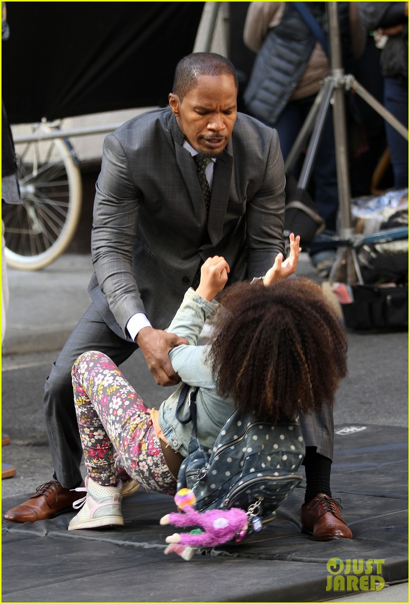 quvenzhane wallis jamie foxx film annie in new york 19
