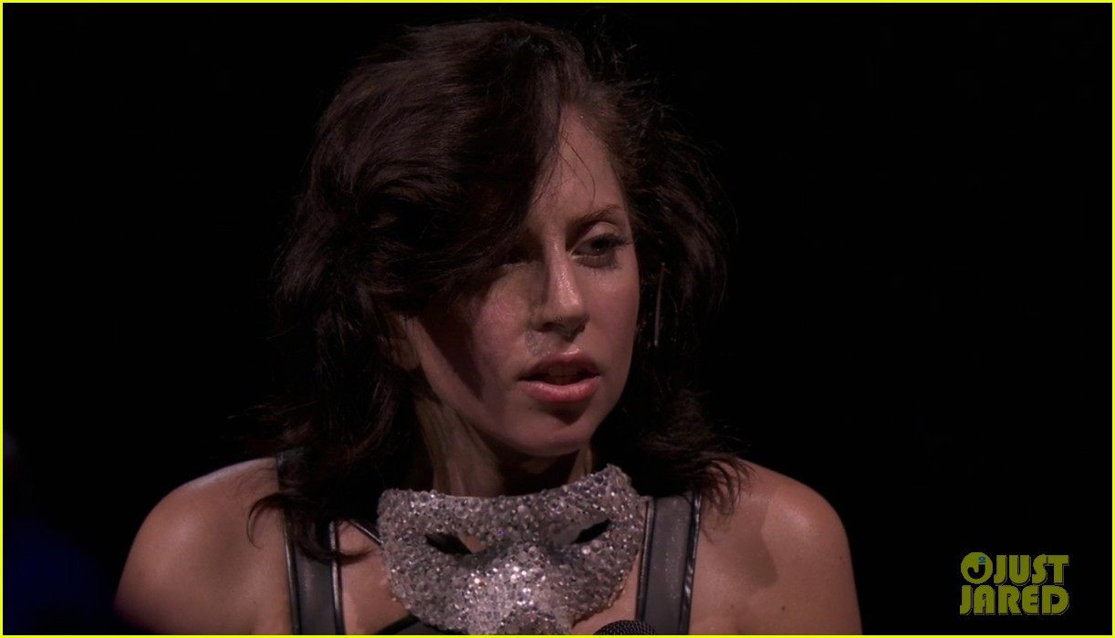 lady gaga reveals real hair during itunes festival photos 052941879