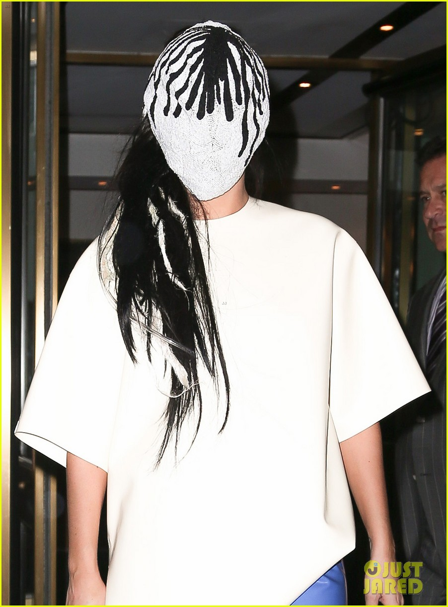 lady gaga wears full face mask while leaving apartment 04