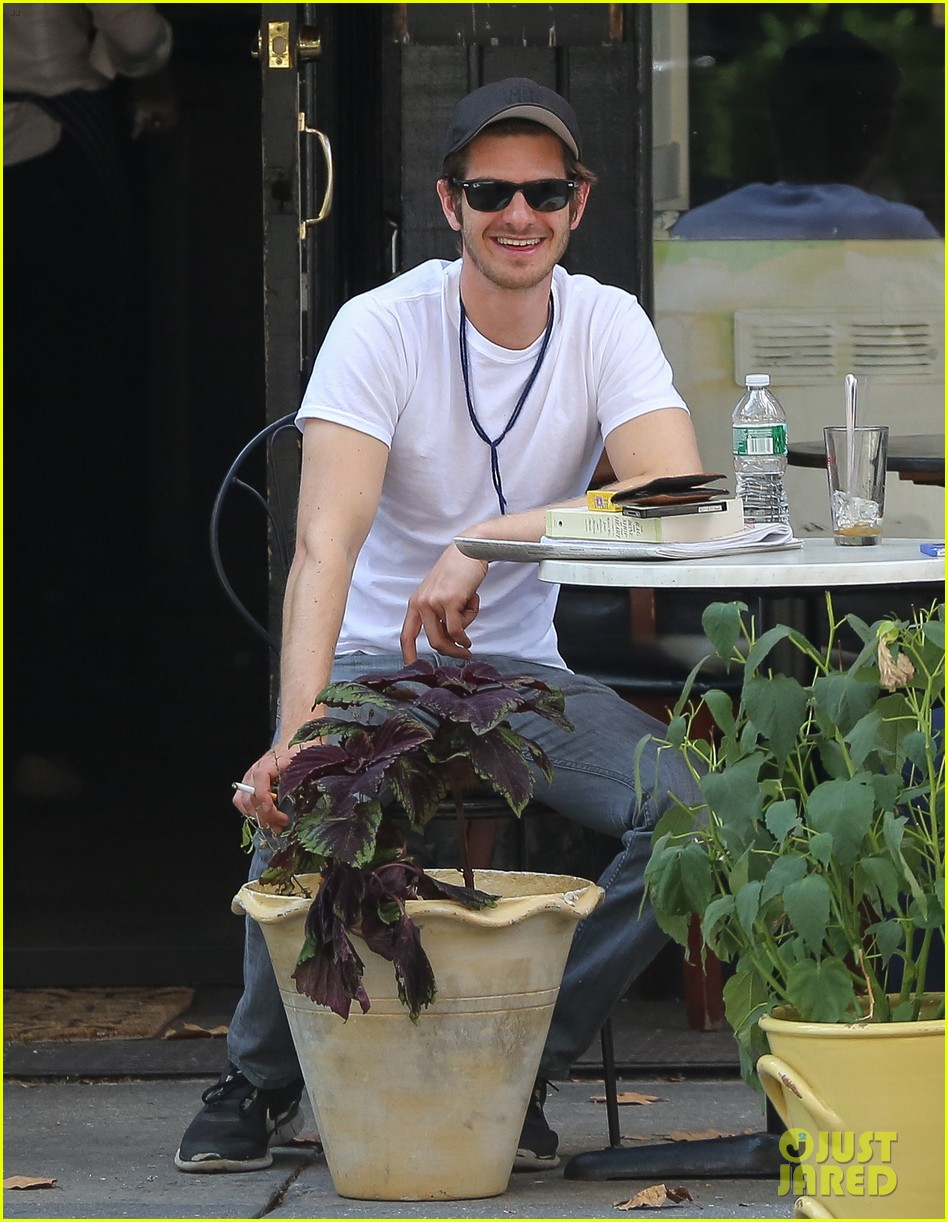 andrew garfield attended friends wedding with emma stone 052944367