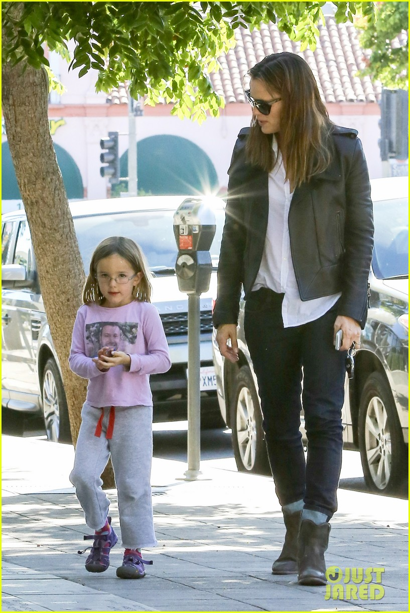 jennifer garner mommy errands with the kids 172960399