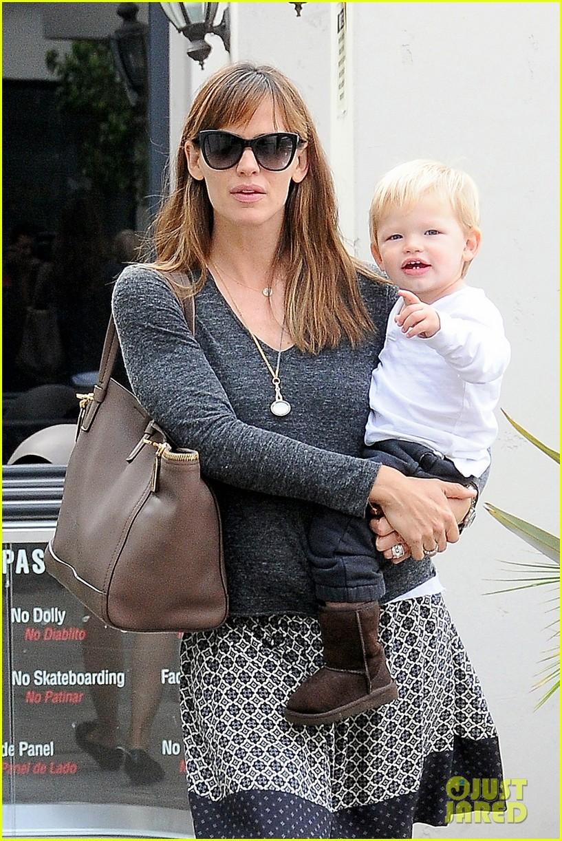 jennifer garner mommy errands with the kids 19
