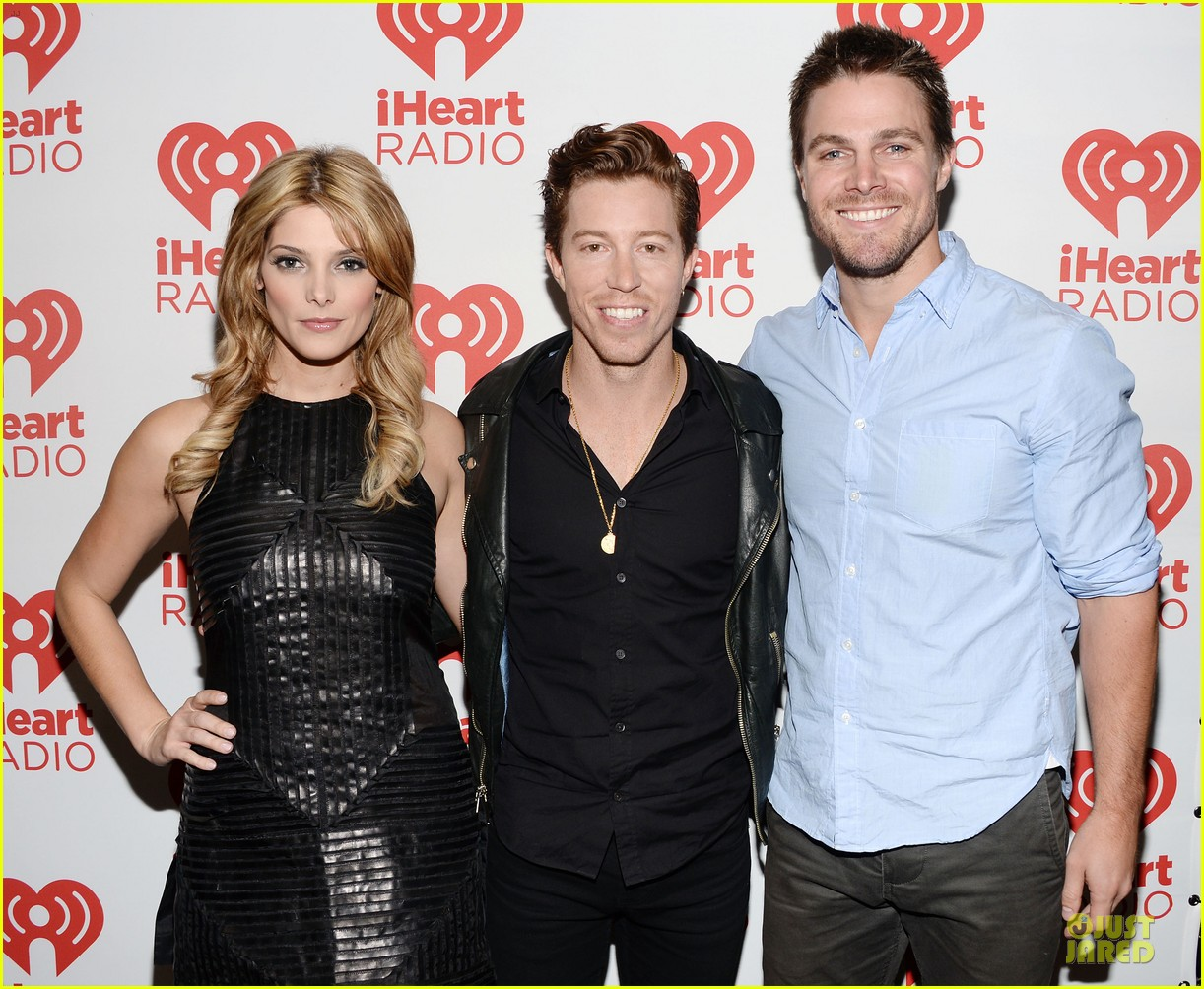 ashley greene stephen amell iheartradio music festival presenters 032956441