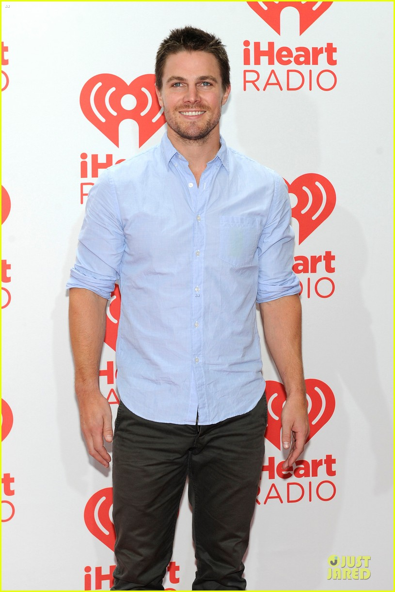 ashley greene stephen amell iheartradio music festival presenters 042956442