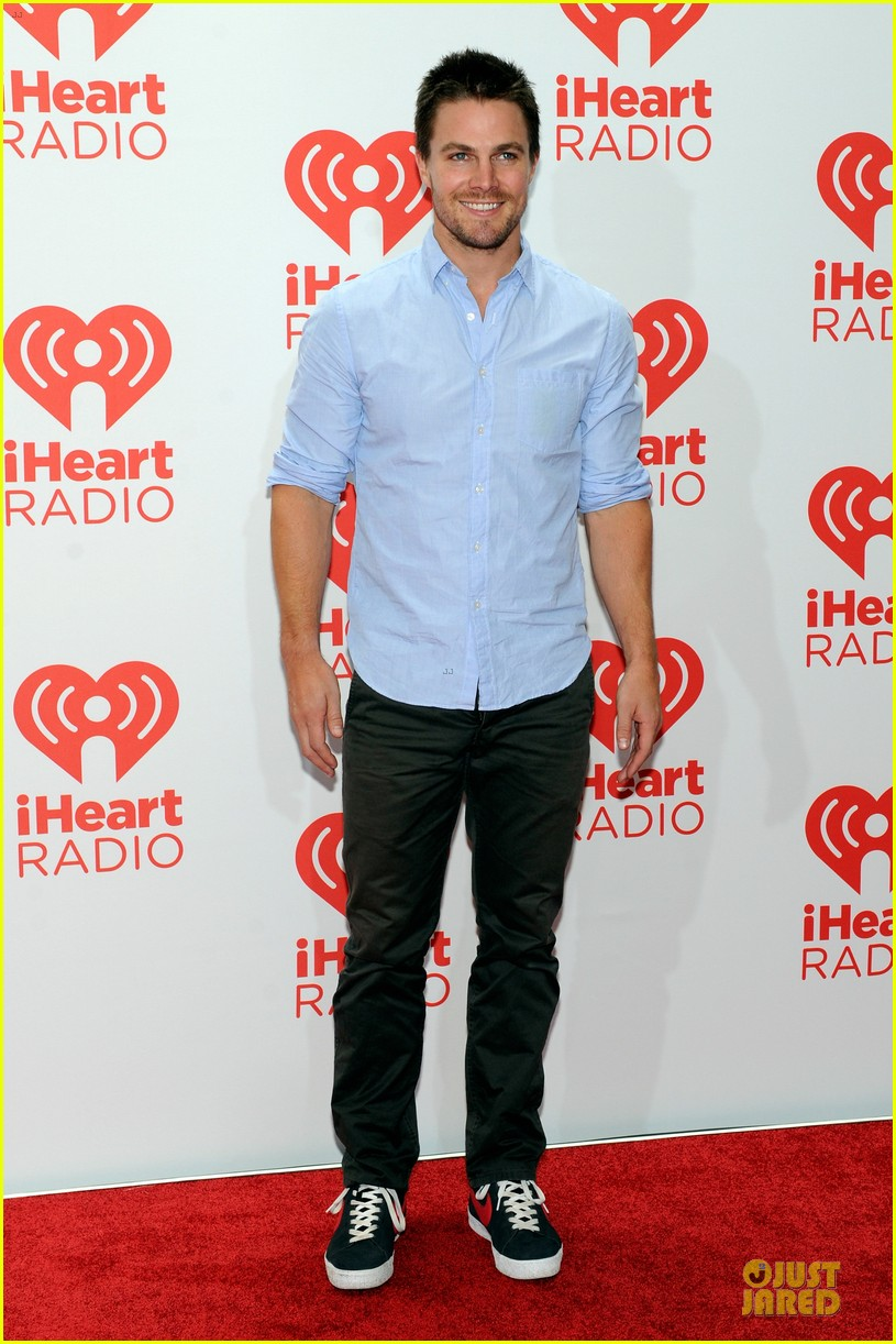 ashley greene stephen amell iheartradio music festival presenters 05