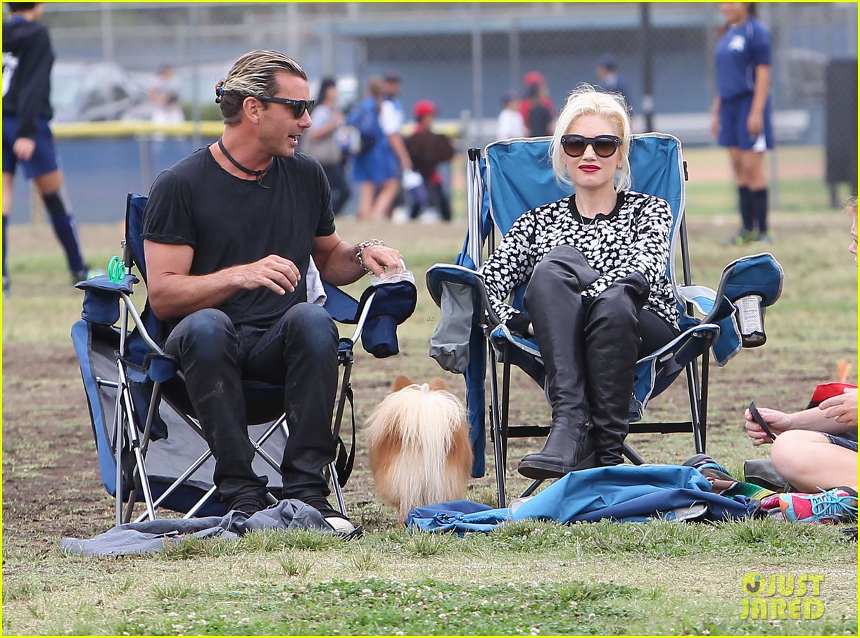 gwen stefani gavin rossdale sit sidelines at kingston soccer game 28