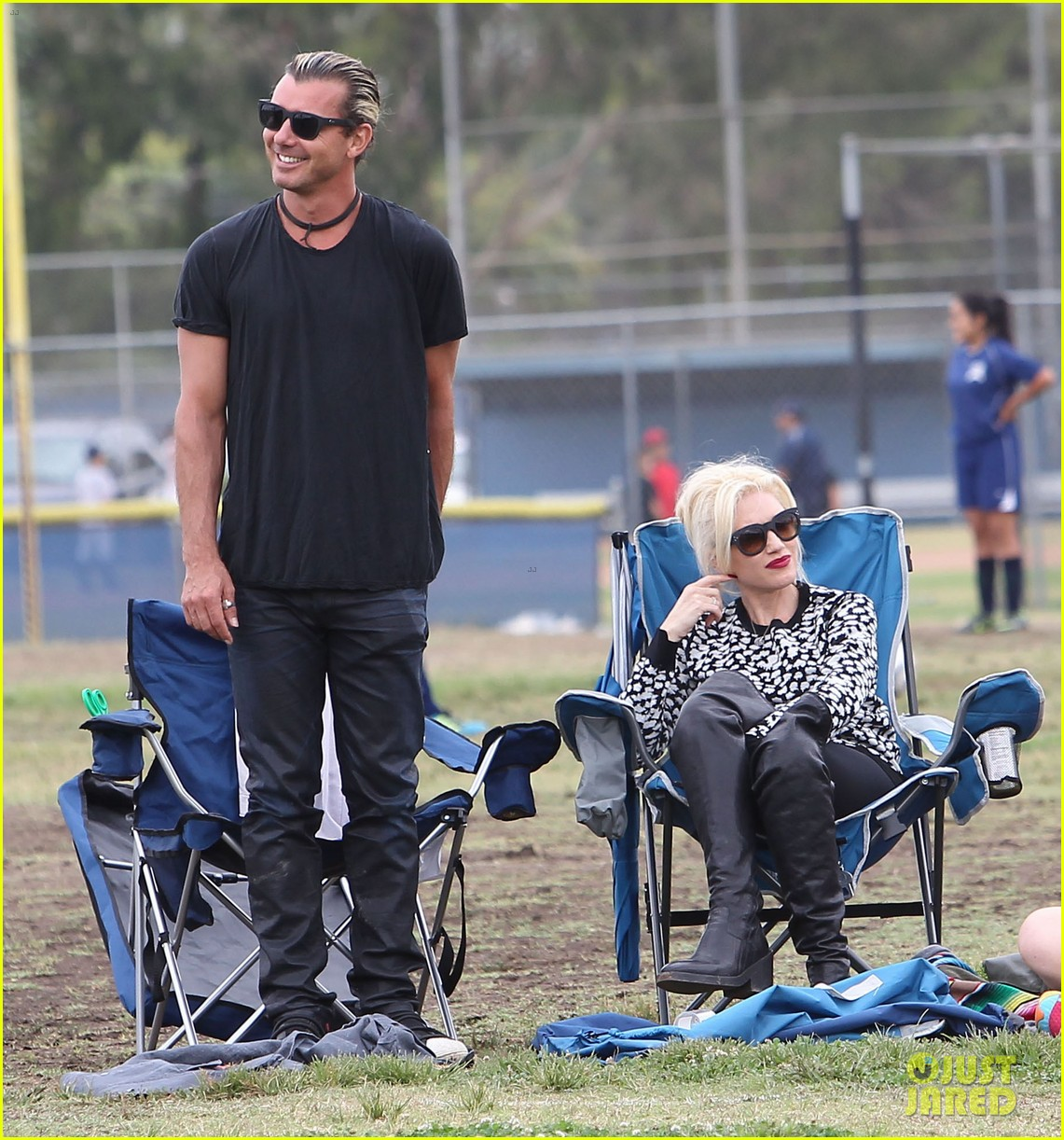 gwen stefani gavin rossdale sit sidelines at kingston soccer game 29