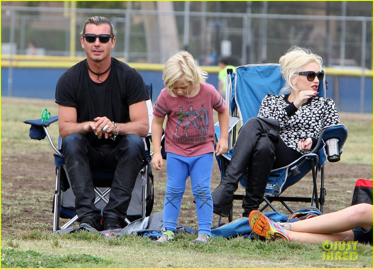 gwen stefani gavin rossdale sit sidelines at kingston soccer game 43