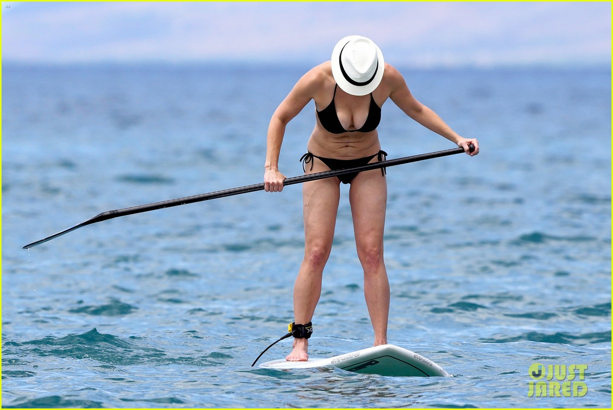chelsea handler bares bikini beach body in hawaii 14