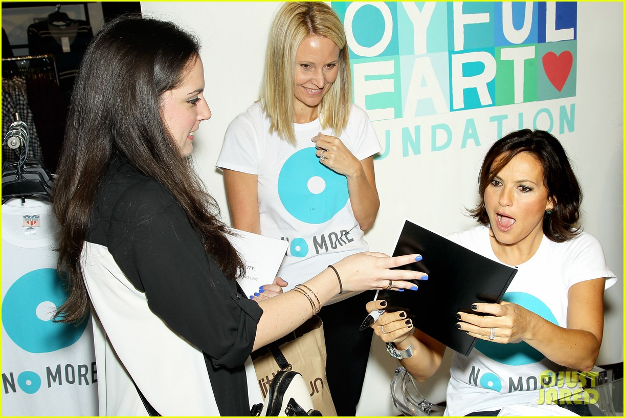 mariska hargitay says no more to domestic violence 18