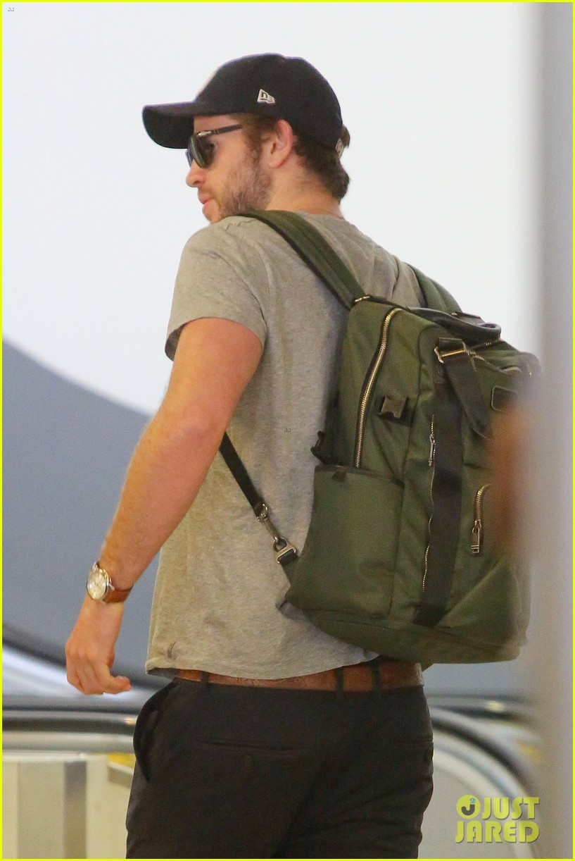 liam hemsworth catches flight after kissing eiza gonzalez 08