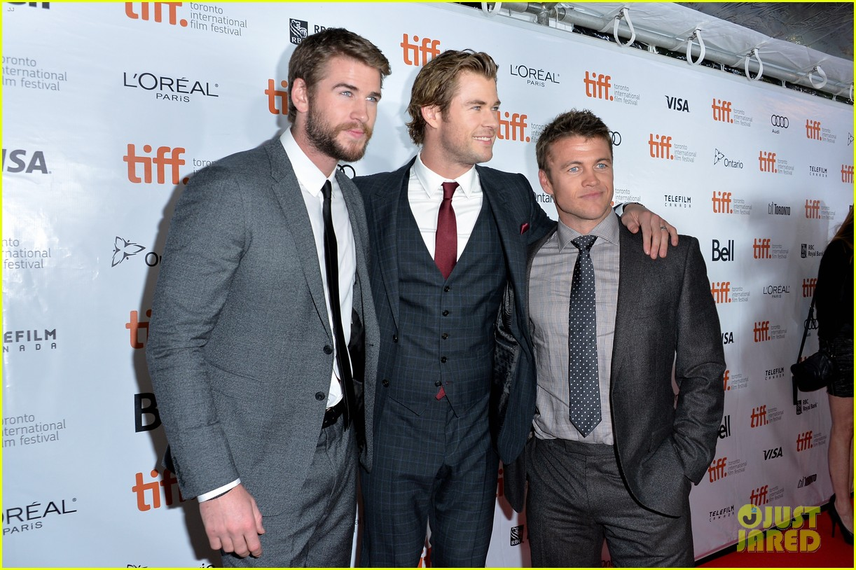 http://cdn04.cdn.justjared.com/wp-content/uploads/2013/09/hemsworth-rushtiff/chris-hemsworth-rush-tiff-premiere-with-bros-liam-luke-03.jpg
