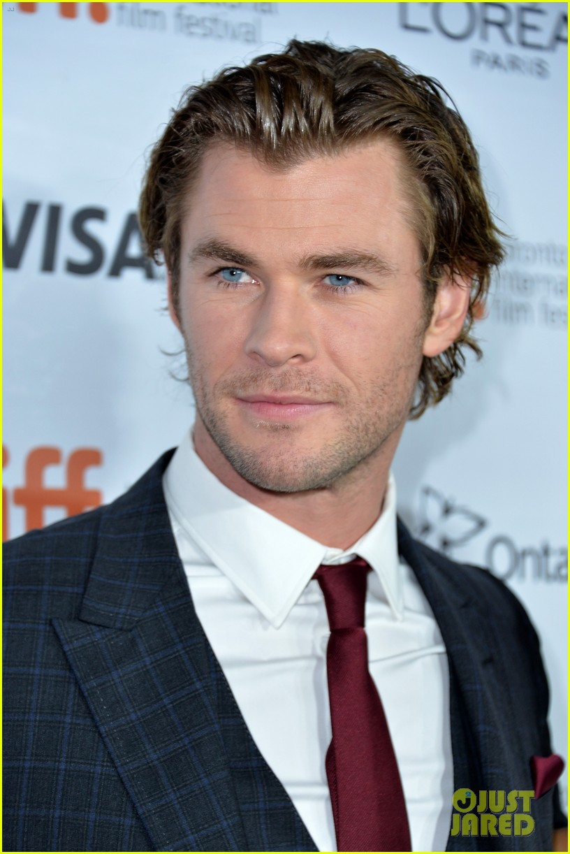 chris hemsworth 39 rush 39 tiff premiere with bros liam luke photo 2947605 2013 toronto film. Black Bedroom Furniture Sets. Home Design Ideas