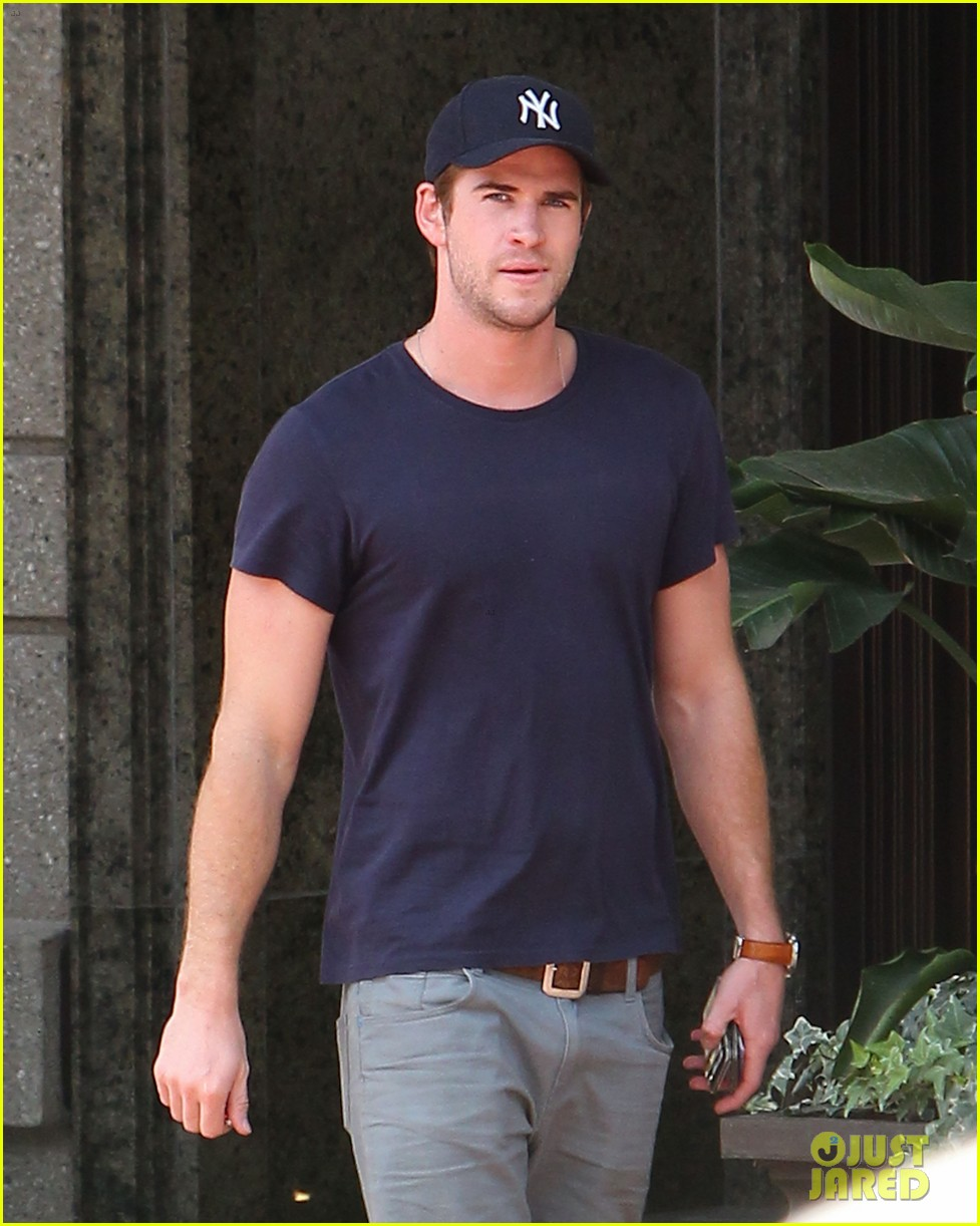 liam hemsworth spotted in atlanta after mockingjay filming begins 202959075