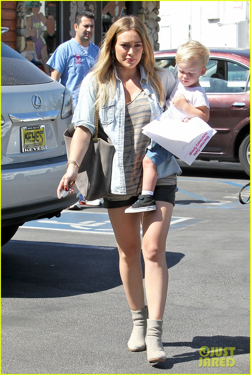 hilary duff hits starbucks after vet visit 062946786