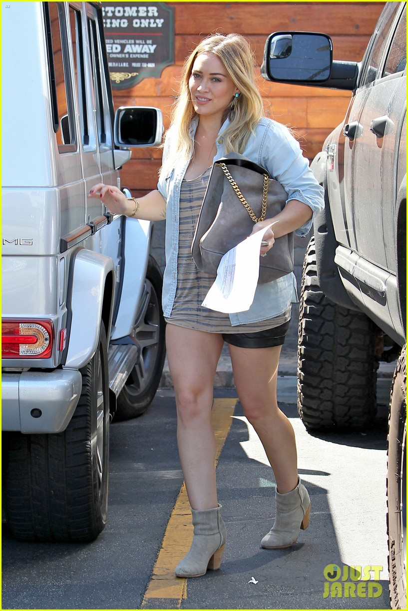 hilary duff hits starbucks after vet visit 072946787