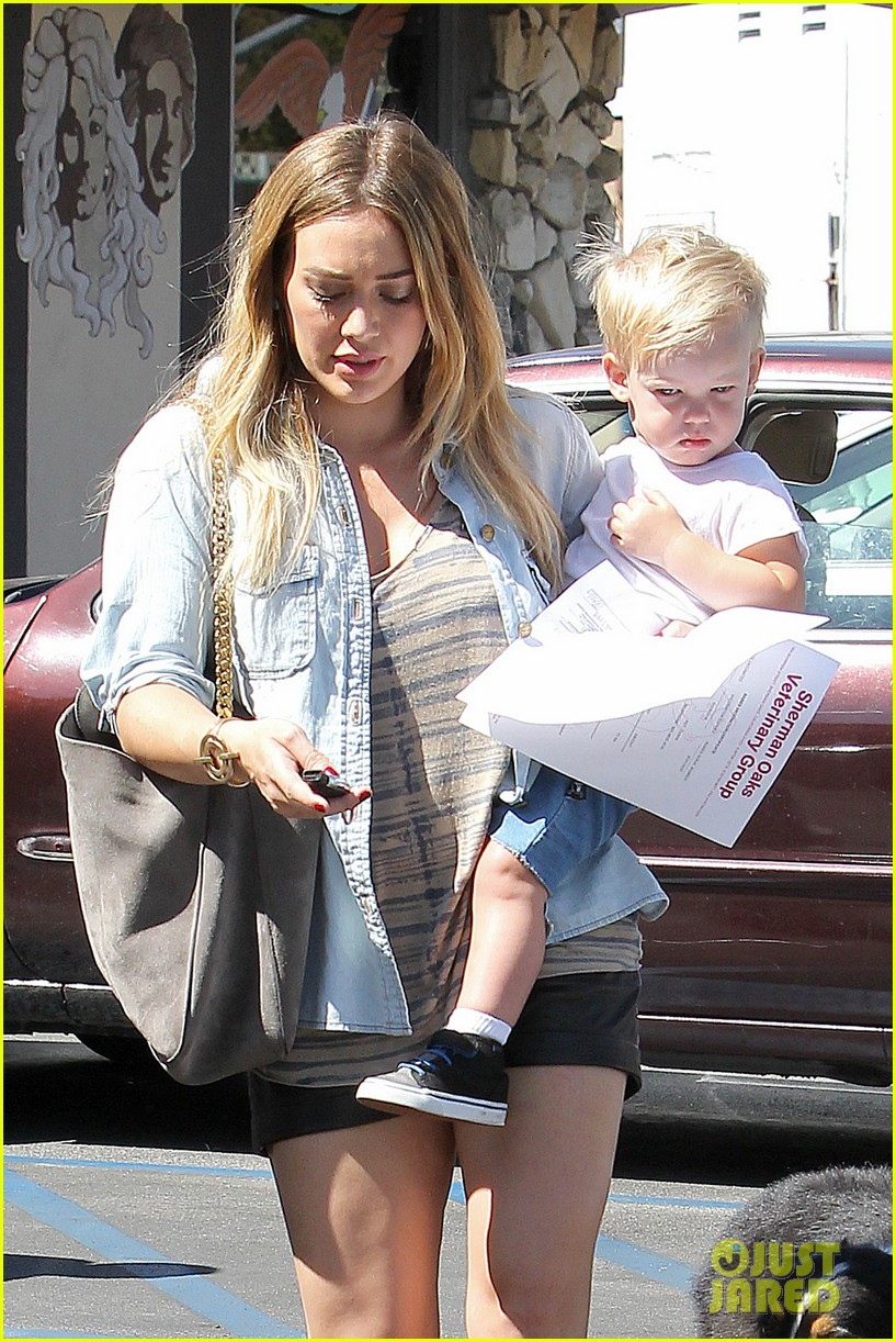 hilary duff hits starbucks after vet visit 09
