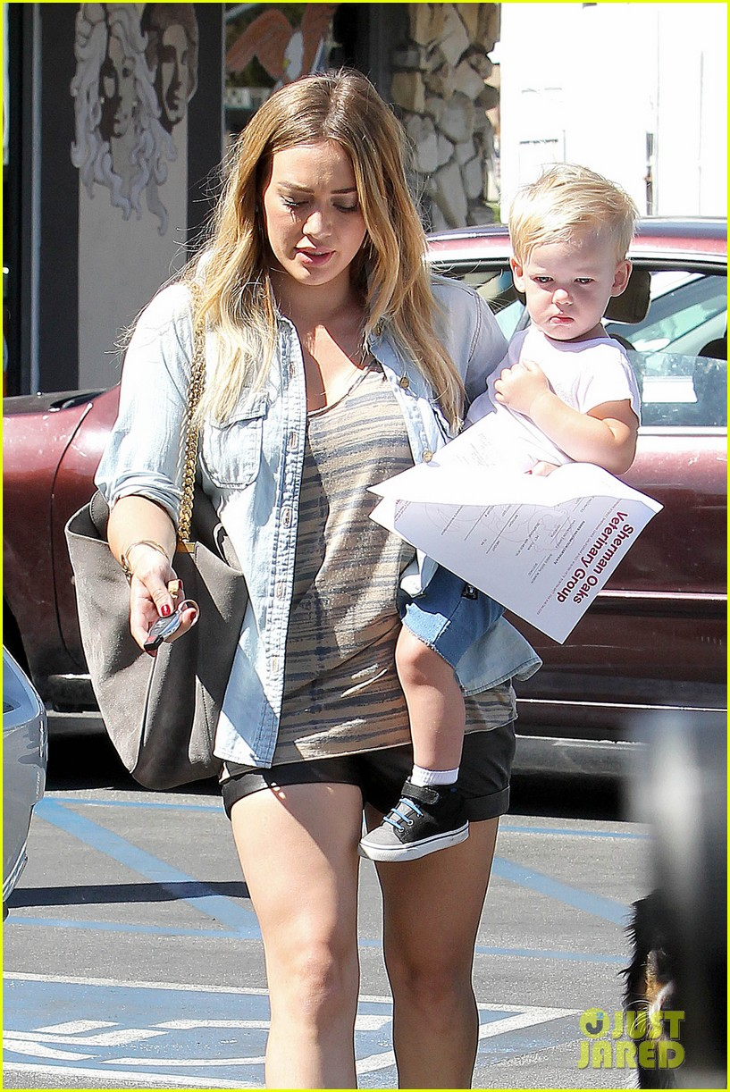 hilary duff hits starbucks after vet visit 172946797