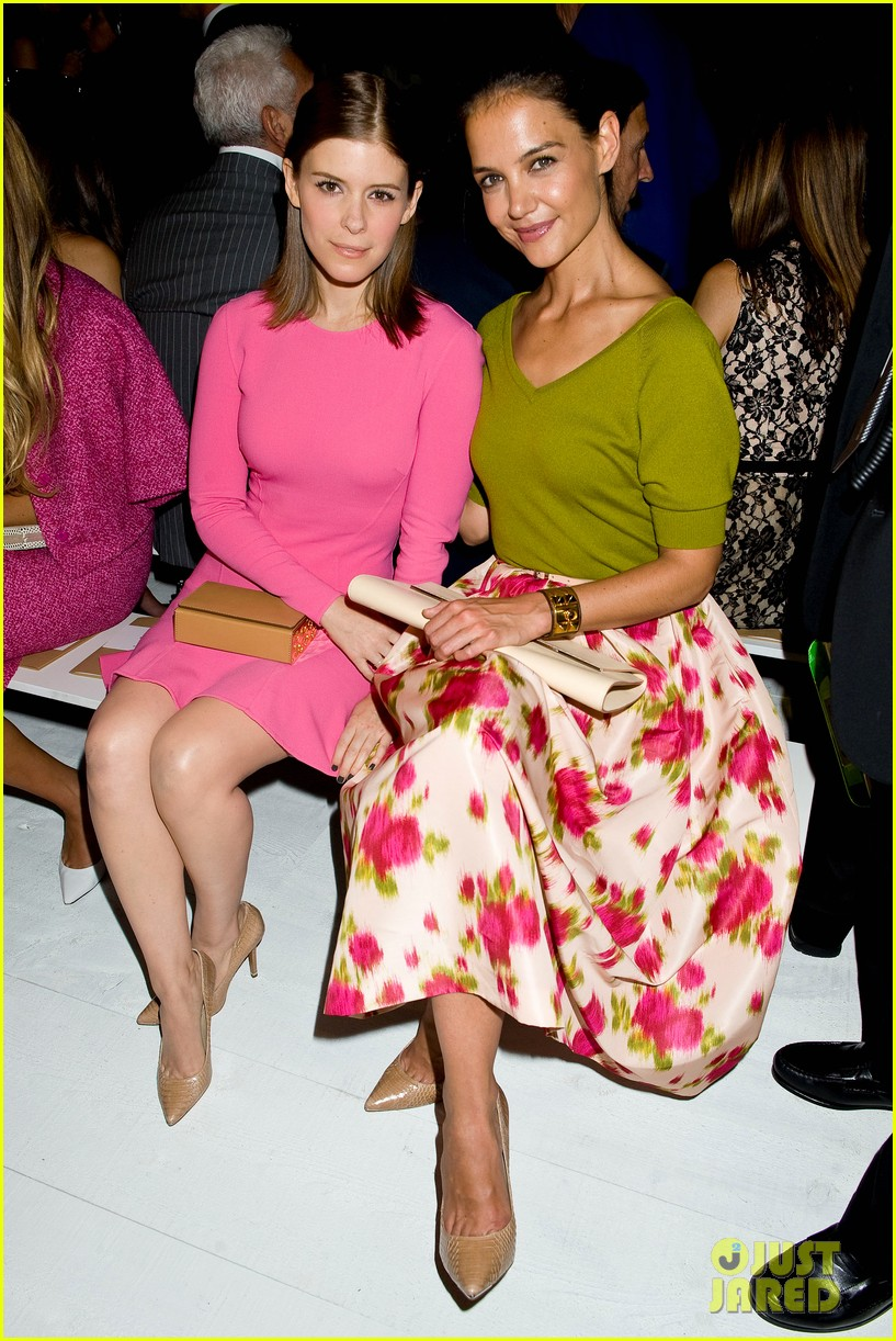 katie holmes michael kors fashion show with kate mara 05