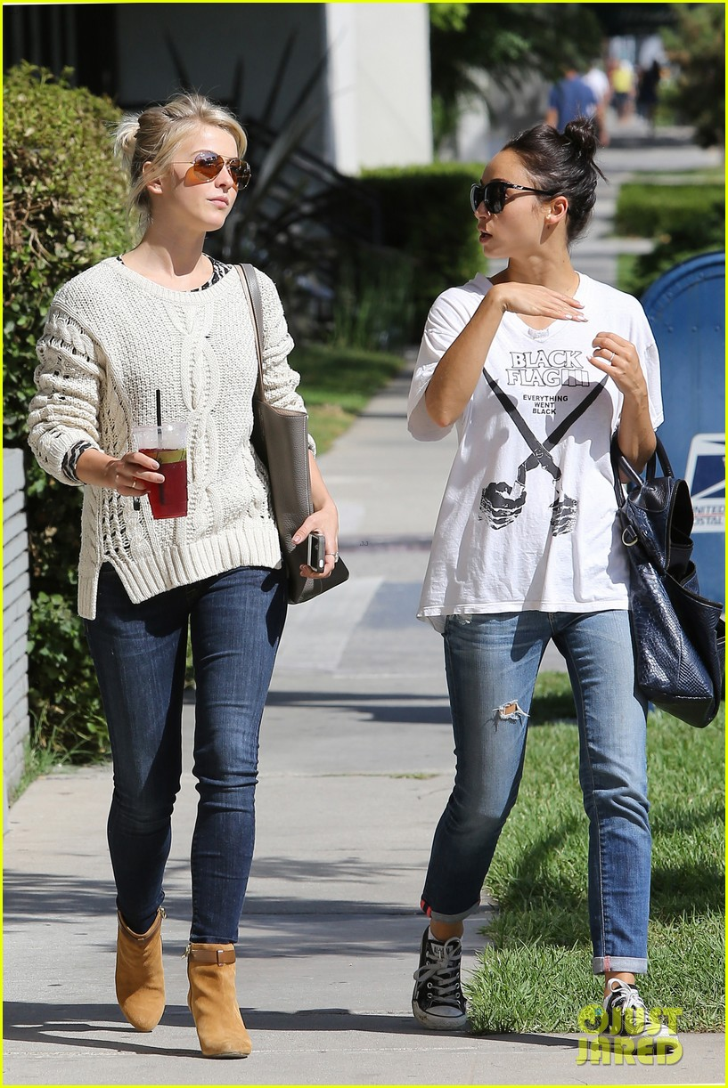 julianne hough cara santana lemonade lunch ladies 08