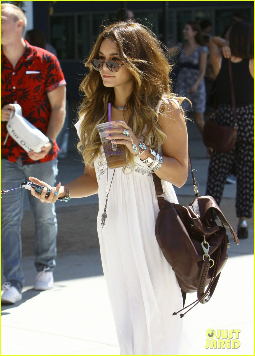 vanessa hudgens spends sunday with stella 08
