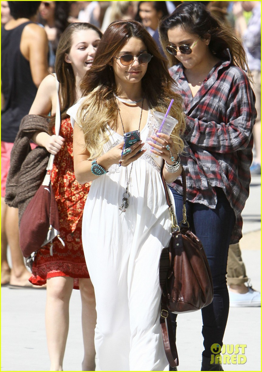 vanessa hudgens spends sunday with stella 192953186
