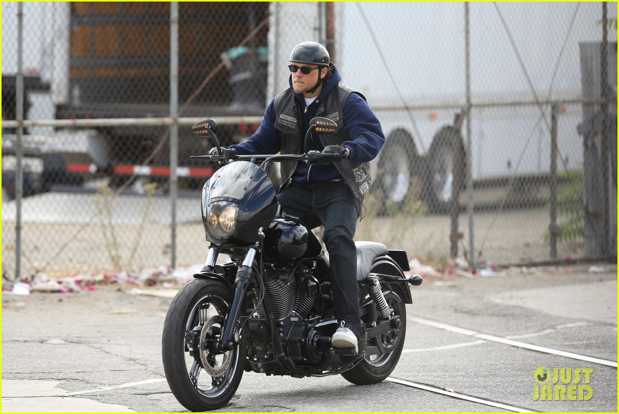 charlie hunnam goes undercover on sons of anarchy set 14