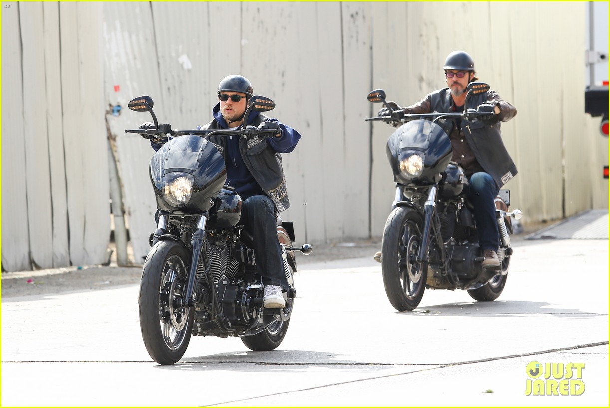 charlie hunnam goes undercover on sons of anarchy set 15