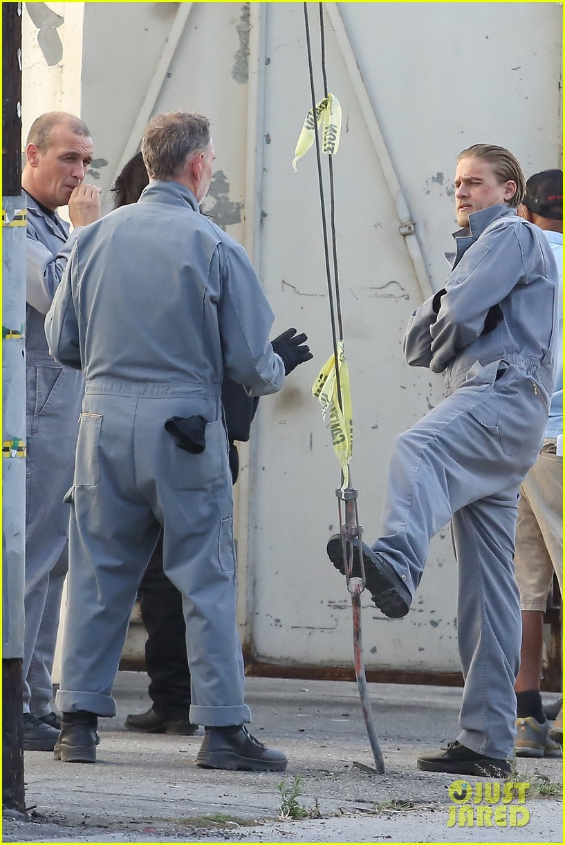 charlie hunnam goes undercover on sons of anarchy set 272960341