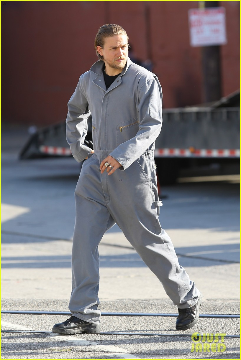 charlie hunnam goes undercover on sons of anarchy set 282960342