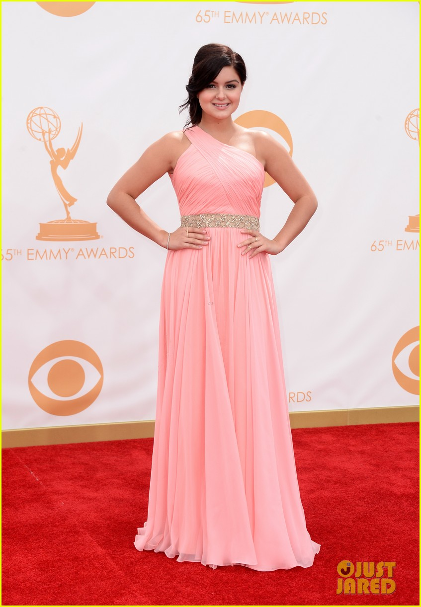 sarah hyland ariel winter emmy awards 2013 red carpet 072957898