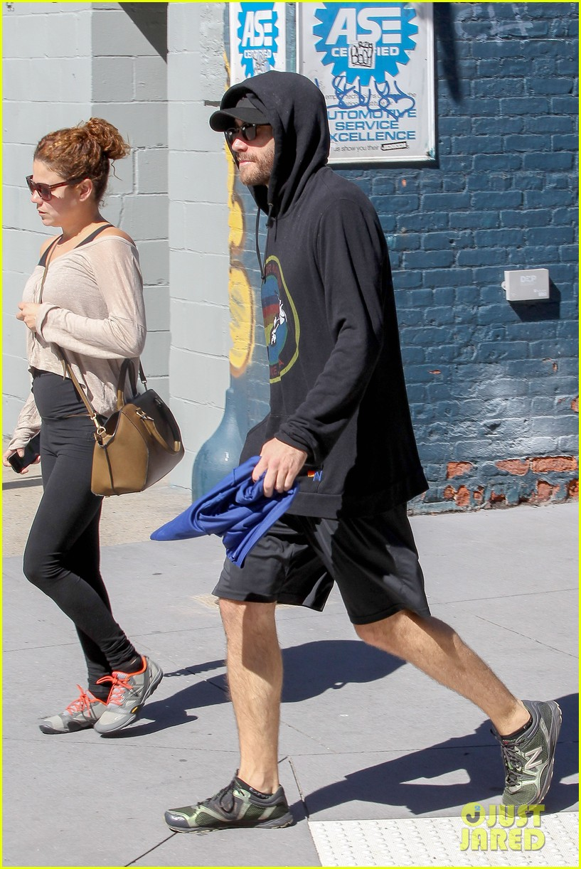 jake gyllenhaal steps out after big prisoners opening 05