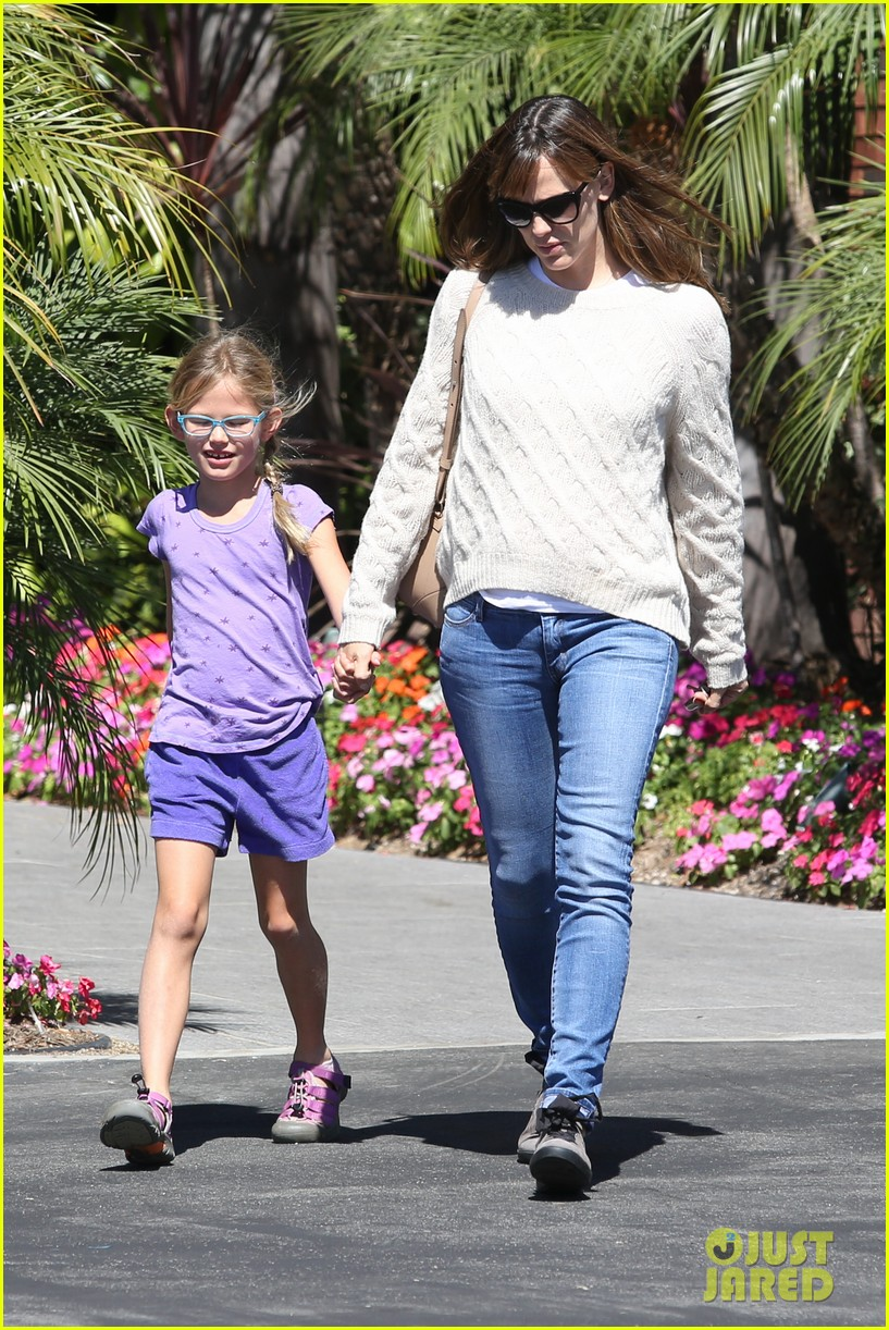 jennifer garner takes violet to her basketball game 12