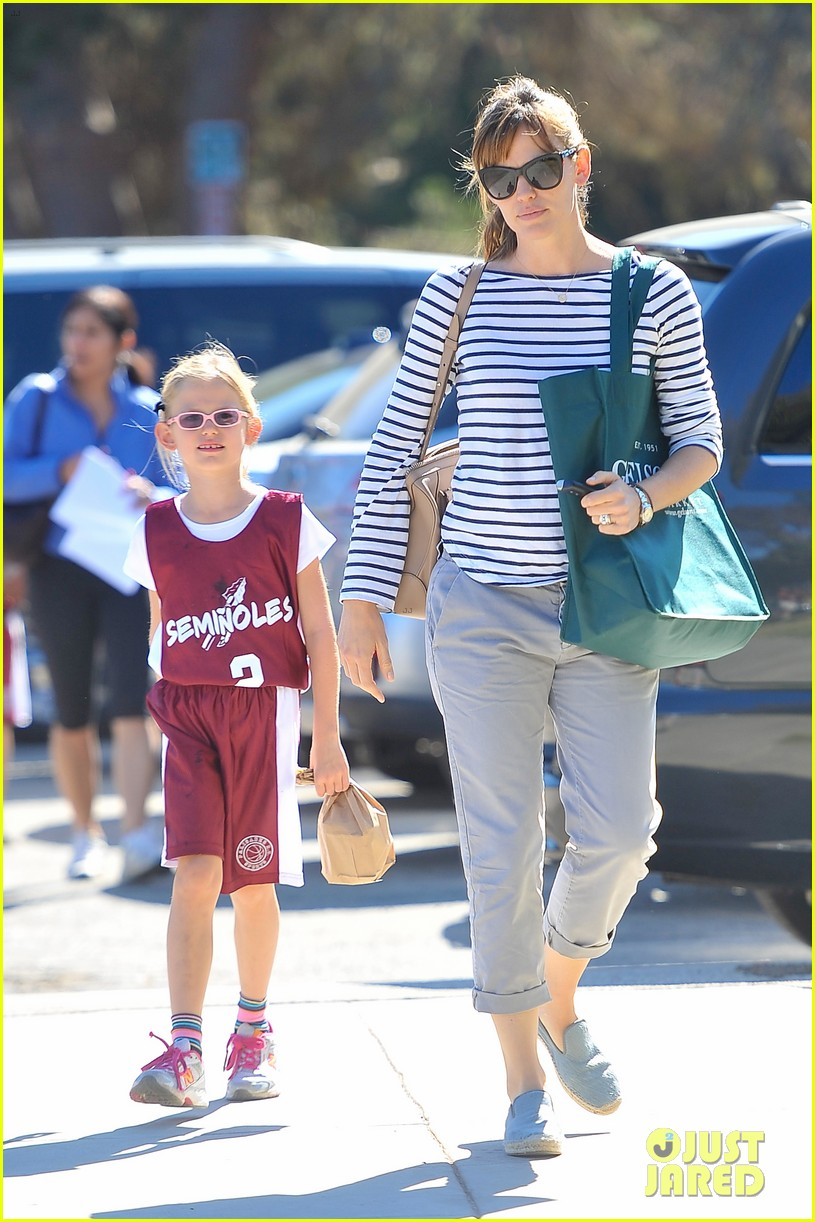 jennifer garner takes violet to her basketball game 232962643