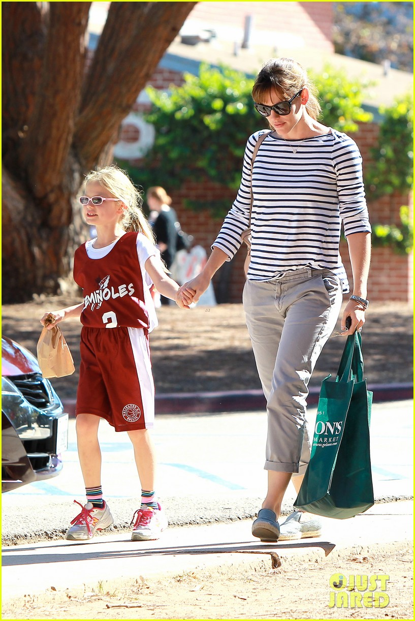 jennifer garner takes violet to her basketball game 332962653