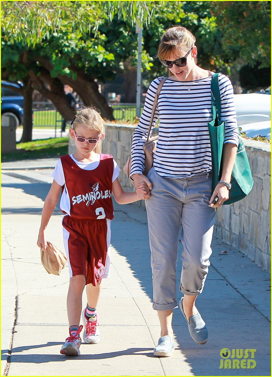 jennifer garner takes violet to her basketball game 382962658