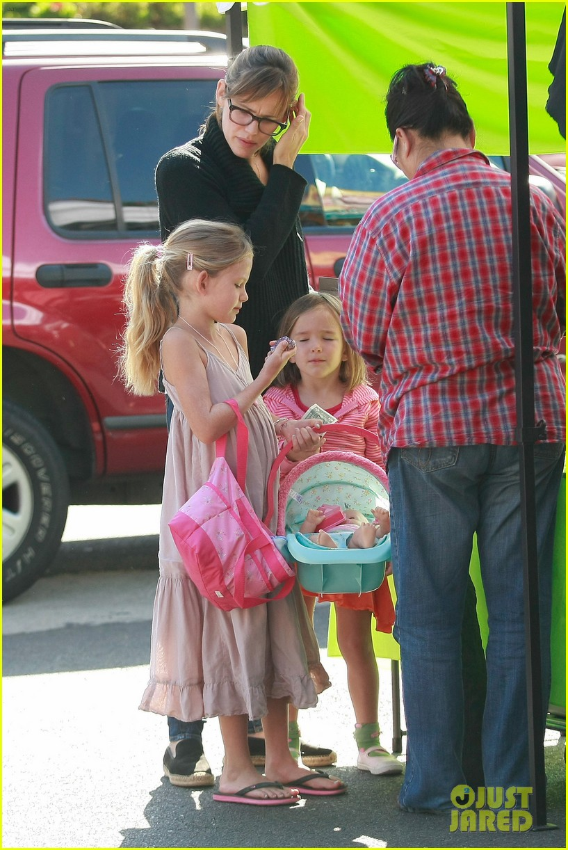 jennifer garner ben affleck mom take kids shopping 06