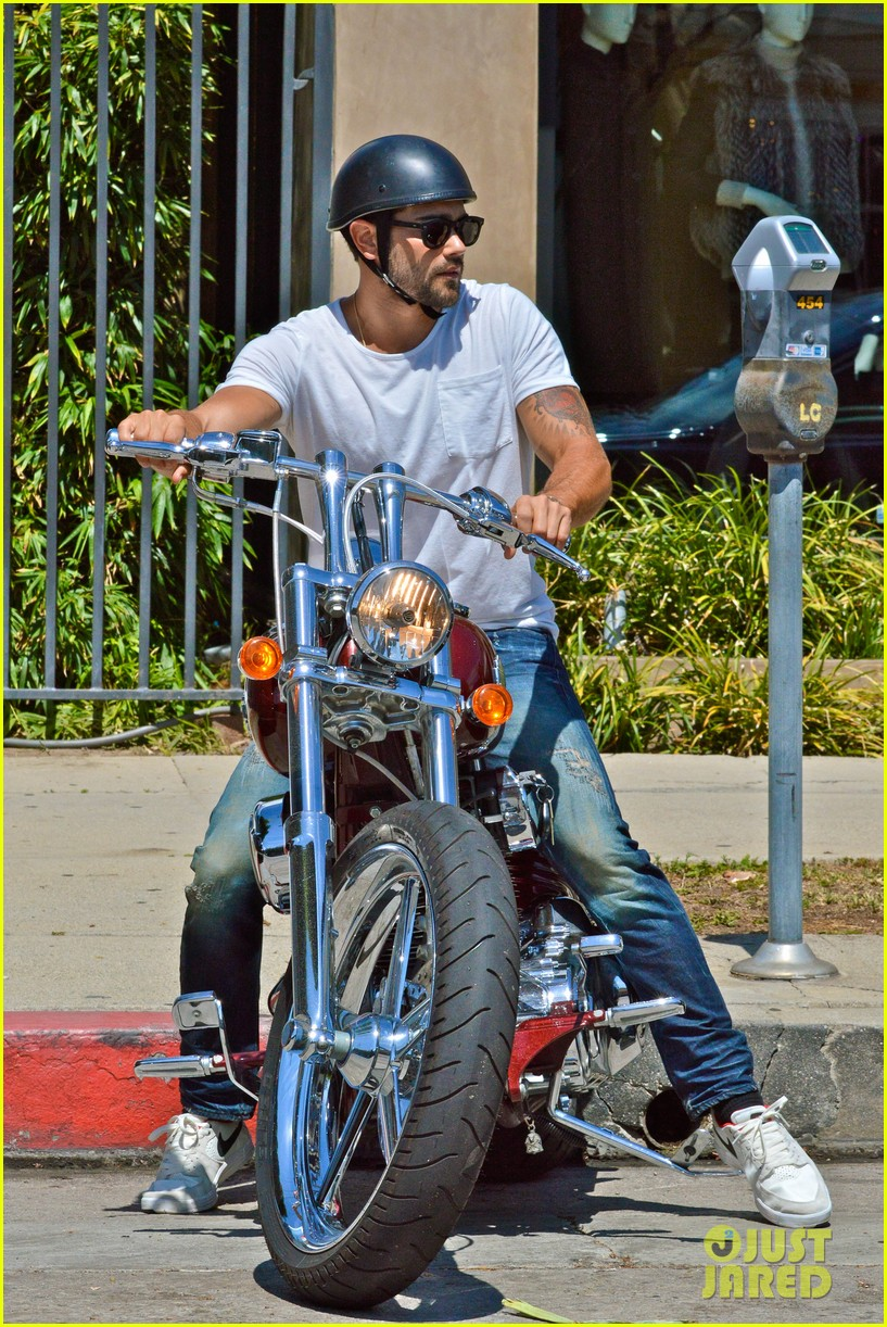 jesse metcalfe motors on labor day after house party 032942906