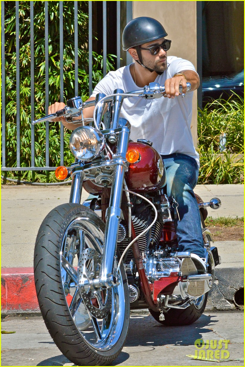jesse metcalfe motors on labor day after house party 092942912