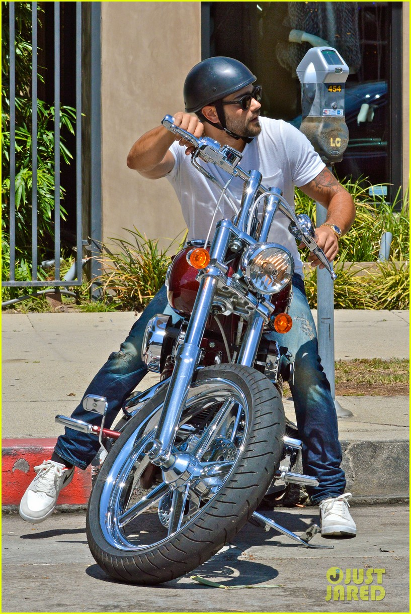 jesse metcalfe motors on labor day after house party 152942918