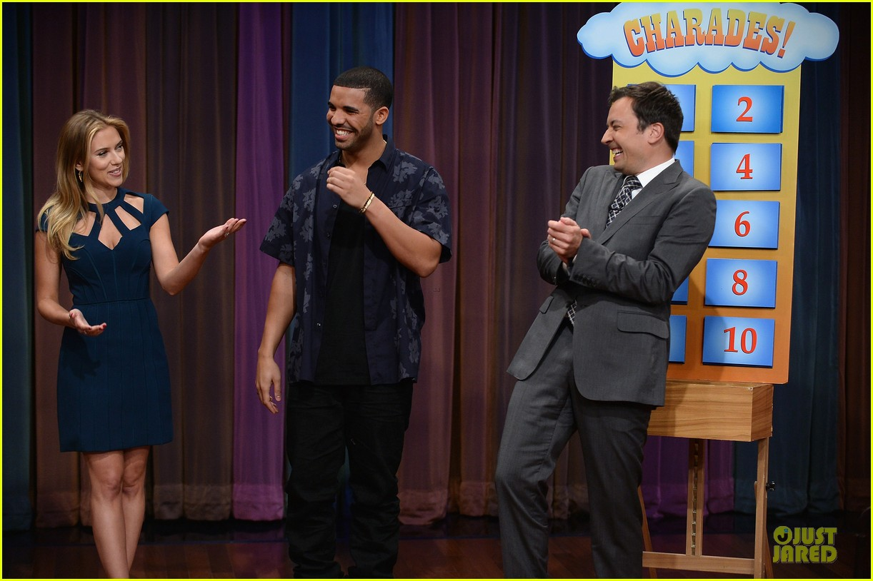 scarlett johansson plays charades on fallon 15