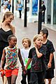 angelina jolie kids visit the sydney aquarium 01