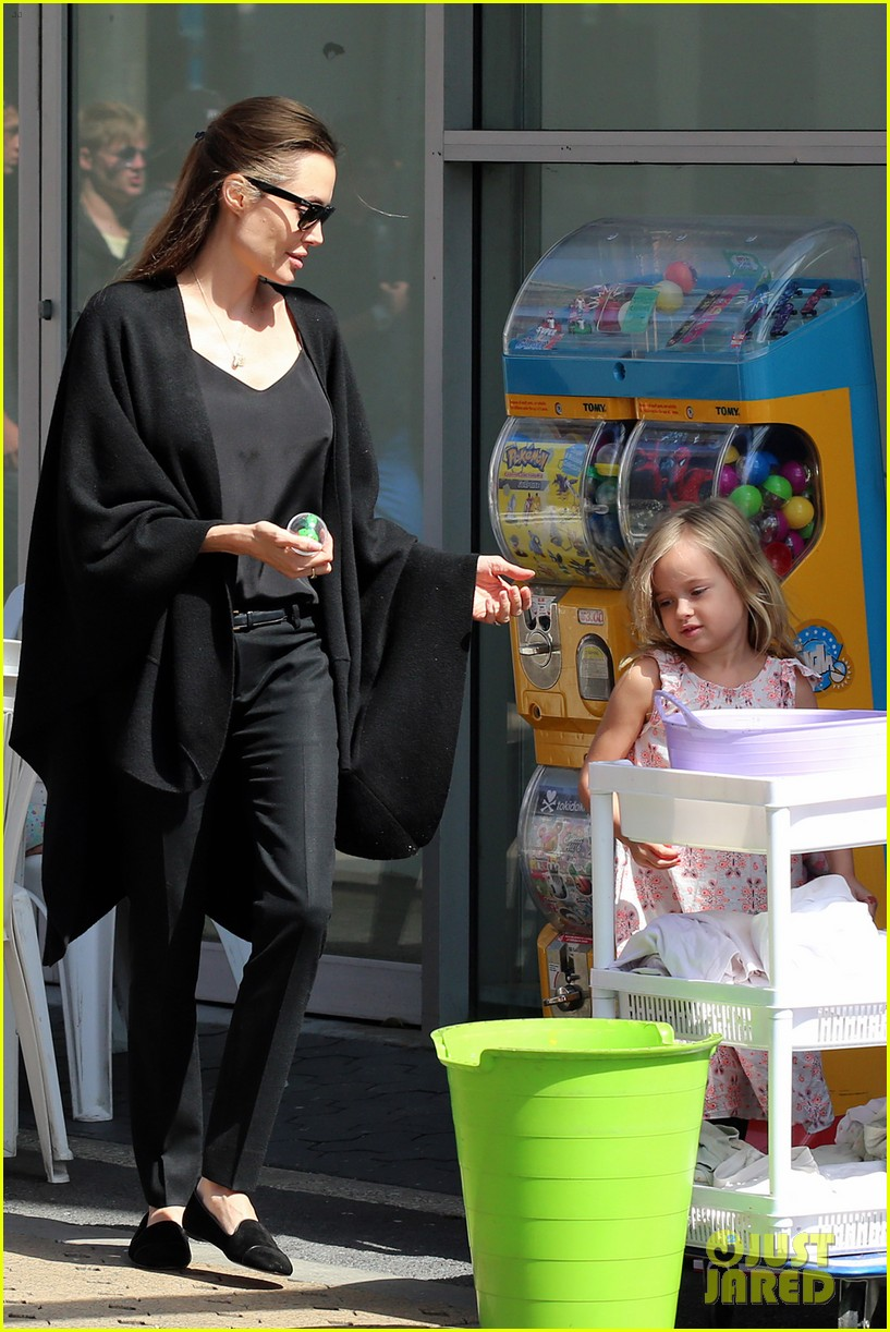 angelina jolie arts crafts afternoon with shiloh vivienne 15