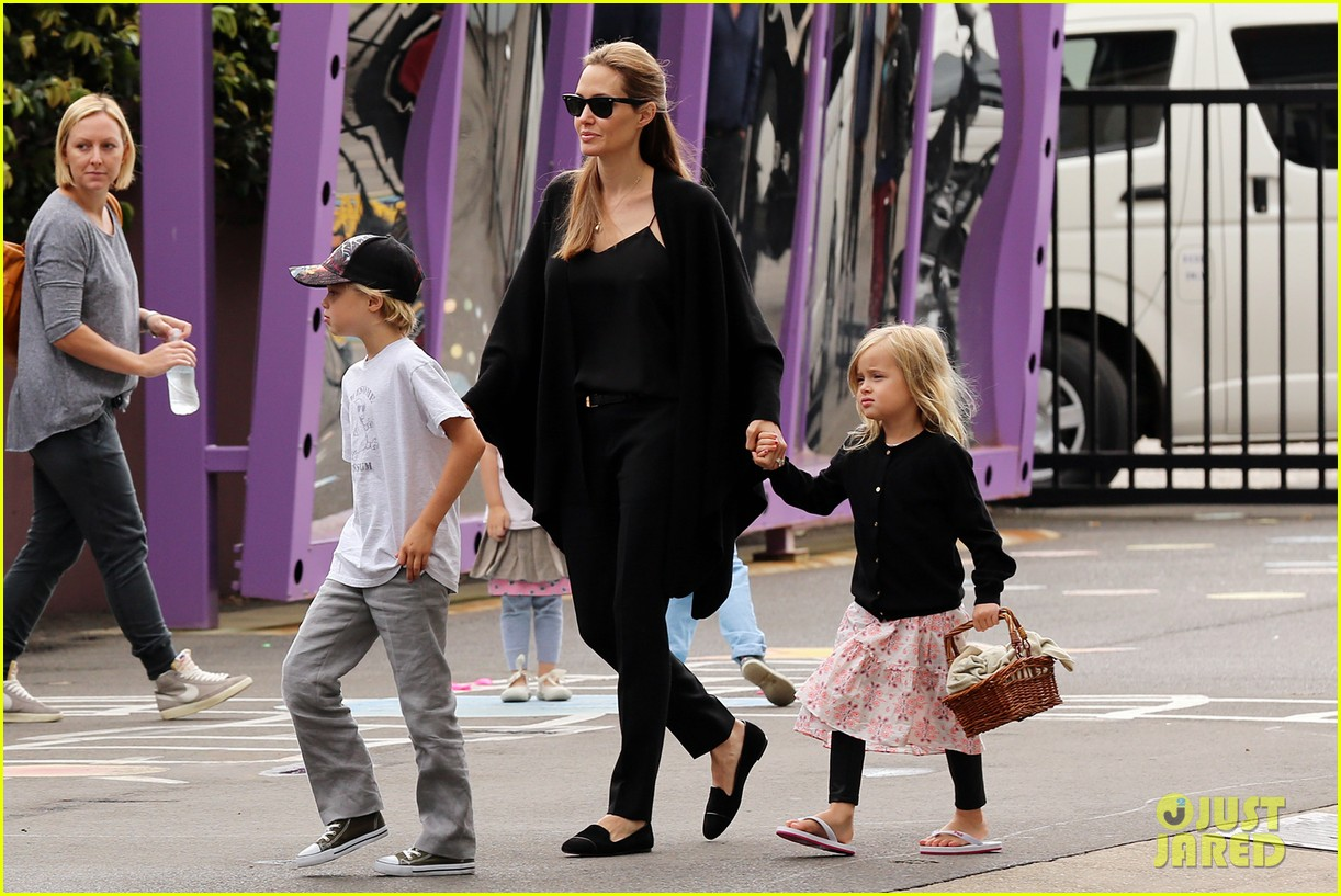 angelina jolie arts crafts afternoon with shiloh vivienne 16