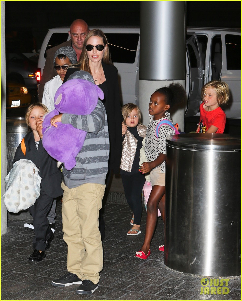 angelina jolie catches a flight with all six kids 09