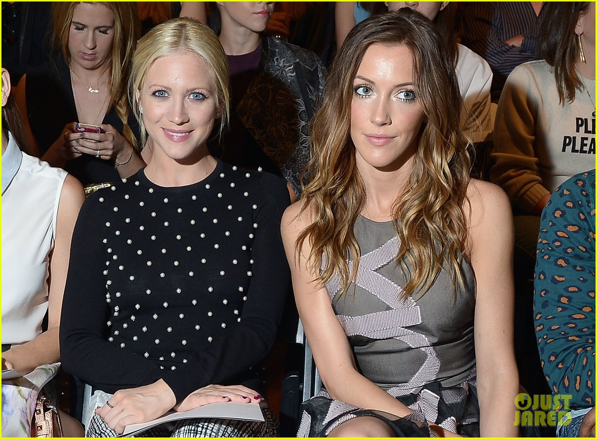 katie cassidy brittany snow front row at lela rose fashion show 03